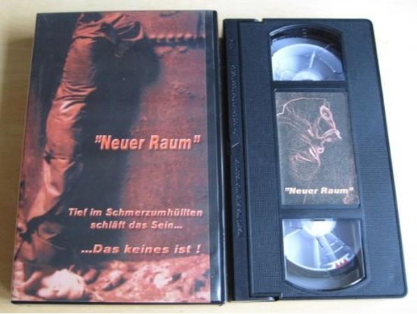 Neuer Raum - Tief im Schmerzumhüllten Video (VHS)